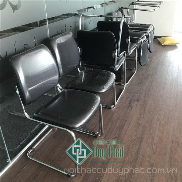 Ghế chân quỳ lưng da là sự lựa chọn không tồi dành riêng cho dịch vụ thanh lý bàn ghế văn phòng Mê Linh