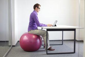 Tư thế ngồi làm việc cho dân văn phòng cảm thấy thoải mái nhất