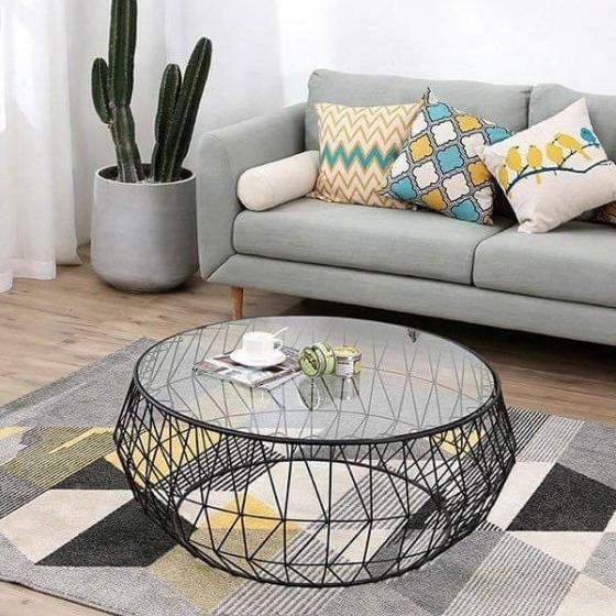 Nên lựa chọn bàn sofa phòng khách có kiểu dáng phù hợp với ghế và không gian phòng khách